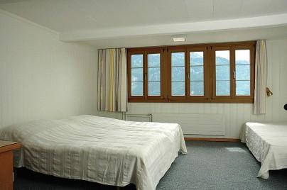 Ferienwohnung 2: Schlafzimmer mit Doppelbett